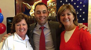 Le Roy, N.Y., native Mike Scanlan poses with former LPGA greats Meg Mallon (left) and Beth Daniel.